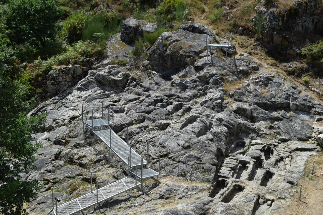 Ribeira Sacra | Necrópolis de San Vítor de Barxacova
